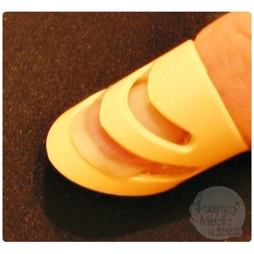 aLaska Pik 鄭成河使用的食指中指無名指套
